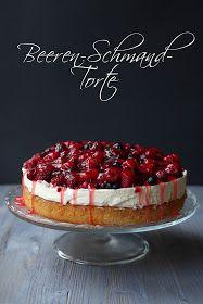 Berry cake with sour cream- Beerentorte mit Schmand Berry cake with sour cream Cake No Bake Chocolate Desserts, Chocolate Chip Recipes, No Bake Desserts, Sweet Recipes, Cake Recipes, Dessert Recipes, No Bake Pies, No Bake Cake, German Baking