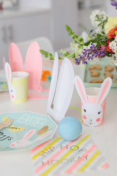 Modern Easter party ideas from { { FeedTitle} }{ { EntryUrl} } Bunny Party, Easter Party, Easter Brunch, Easter 2021, Bunny Birthday, Easter Traditions, Easter Holidays, Party Activities, Happy Easter