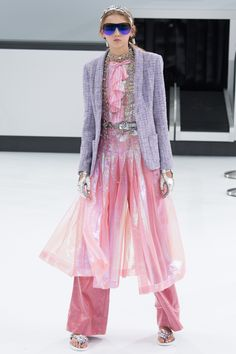 Chanel Spring 2016 Ready-to-Wear Fashion Show - Molly Bair (Elite)