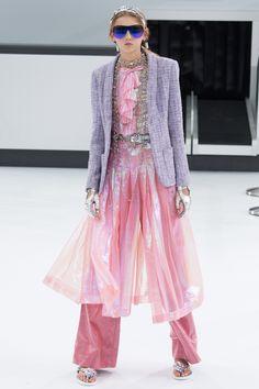 Chanel Spring 2016 Ready-to-Wear Fashion Show - Molly Bair (Elite)