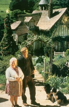 babe I like the way the farmer & his wife's house looked in the movie. Babe 1995, Rosie The Riveter, Blu Ray, Young At Heart, Little Pigs, Vintage Farmhouse, Classic Movies, Dream Big, Good Movies