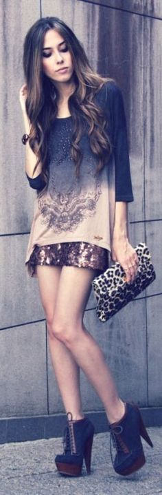 T-shirt: Margo --- Clutch: Fast Fashion --- Shoes: Asos