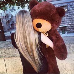 long blonde hair and massive teddy! Giant Teddy Bear, Cute Teddy Bears, Costco Bear, Bear Tumblr, Hugs And Cuddles, Teddy Girl, Daddy Bear, Dream Hair, Cute Love
