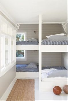 love this for bed idea.Sydney-based designer Justine Hugh-Jones bunk room for a beach house.just minus the gingerbread detailing. Bunk Beds Built In, Kids Bunk Beds, Queen Bunk Beds, Loft Beds, Ideas Terraza, Bunk Rooms, Small Spaces, Small Rooms, Small Bathrooms
