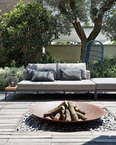 Interior Design Christopher Ward Studio Designs a Contemporary Home in Reggio-Emilia, Italy- I like the outdoor fire pit Outdoor Fire, Outdoor Lounge, Outdoor Rooms, Outdoor Living, Outdoor Decor, Outdoor Couch, Fire Pit Backyard, Backyard Patio, Backyard Landscaping
