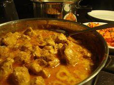 """I forbindelse med at jeg skal snuse til pakistansk mad  har jeg lånt kogebogen """"Mit pakistanske køkken"""" af Rushy Rashid. I den..."""