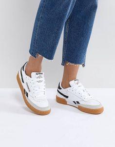 Reebok - Classic Revenge Plus - Baskets - Blanc et bleu marine Casual Sneakers, White Sneakers, Sneakers Fashion, Casual Shoes, Women's Sneakers, Shoes Style, Fashion Outfits, Sneaker Outfits, Sneaker Boots