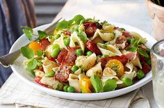 Slimming World's bacon and roast tomato pasta is a filling dish that can be on the table in just 35 mins. This recipe brings salty bacon, soft pasta shapes and plenty of veggies including broad beans together to make one mouth-watering lunch or dinner. Roasted Tomato Pasta, Tomato Pasta Recipe, Roasted Tomatoes, Bacon Pasta, Slimming World Salads, Slimming World Recipes, Slimming Eats, Slimming Workd, Cooking Recipes