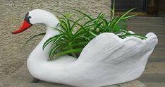 Grandma taught me how to make garden swans. You will never guess from what! Moss Garden, Garden Planters, Landscape Design, Garden Design, Chicken Garden, Concrete Crafts, Garden Deco, Ceramic Birds, Garden Fountains