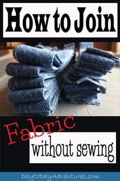 Rags to Rugs - How to join fabric without sewing A handy trick! How to join fabric together without sewing. This is essential to know for making rag Do It Yourself Decoration, Braided Rag Rugs, Rag Rug Tutorial, Homemade Rugs, Unique Rugs, Fabric Strips, Rug Hooking, Woven Rug, Fabric Crafts