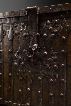 Stollentruhe,gotisch,Gotik,westphälisch,mittelalterlich,Frontstollentruhe,antik