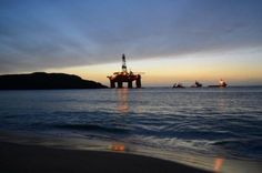 Bad weather hampers Transocean rig load (UK)