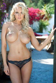 Ebony female fitness nude
