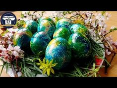 Oua vopsite de Paste - Metoda foarte interesanta si extrem de simpla ( arata deosebit) - YouTube Easter Egg Dye, Easter Bunny, Diy And Crafts, Arts And Crafts, Snow White Disney, Easter Traditions, Easter Crafts, Easter Ideas, Food Design