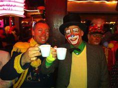 Old Dutch  @olddutchvenlo   Follow     En jao huur, jonge kerels waere ald! #koffiemetvastelaovend #bbbbz #langneetgezeen pic.twitter.com/csJsB2Qo