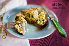Cheesy egg and spinach stuffed portobello mushroom