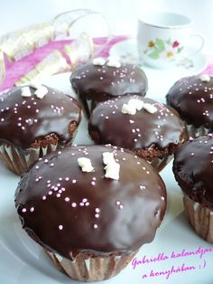 Sacher muffin No Salt Recipes, Cookie Recipes, Brunch Recipes, Dessert Recipes, Hungarian Recipes, Small Cake, Diy Food, Oreo, Food And Drink