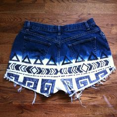 Below you will find 16 Super Easy DIY Sharpie Projects. Take a look at them and choose your next sharpie projects. Diy Shorts, Cute Shorts, Tribal Shorts, Boho Shorts, Diy Pantalones Cortos, Aeropostale, Vs Pink, Moda Natural, Diy Fashion