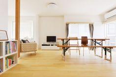 住みよい環境が人気の街、横浜市都筑区の一角に、そのお宅はありました。ご両親が近所に引っ越しされたことを機に、ご実家を譲り受け、住み替えのためのリノベーションをされることになったO様ご夫婦。「シンプルだけど木の風合いがある家」を目指してのリノベーションが始まりました。[[company_board:yumekoubo]]間取りの変更で叶えた解放感と清潔感が実現した実家リノベーション2階建てで、延床…