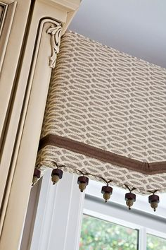 Pelmet with piping, wood-bead fringe and ribbon trim