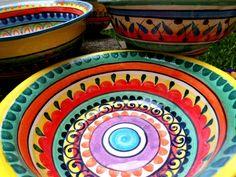 """""""Vine a Comala Porque Me Dijeron Que acá Vivia mi padre, tal ONU Pedro Páramo. Mi me Madre Lo Dijo. Y yo le prometí Que vendria un Verlo en Cuanto muriera ella. Le apreté SUS manos en Señal de Que Lo Haría, ella pues por ESTABA Morirse y yo en plan de... Pottery Painting, Ceramic Painting, Ceramic Art, Ceramic Plates, Ceramic Pottery, Art Education Projects, Acrylic Painting Tips, Mexican Ceramics, Mexican Art"""