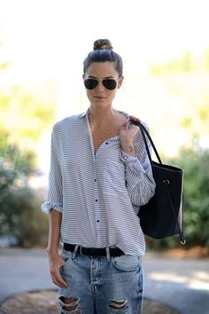 Cool Top Knots Bun Up Do Hair Hairstyle Inspiration Striped Shirt Ripped Jeans Chic Too Chic Looks Street Style, Looks Style, Style Me, Hair Style, Casual Outfits, Summer Outfits, Cute Outfits, Outfit Chic, Mode Shoes