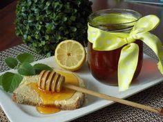 Lístky rýmovníku zasypeme cukrem a přidáme důkladně očištěný citron, nakrájený na kolečka.Zalijeme studenou vodou tak, aby bylo vše potopené....