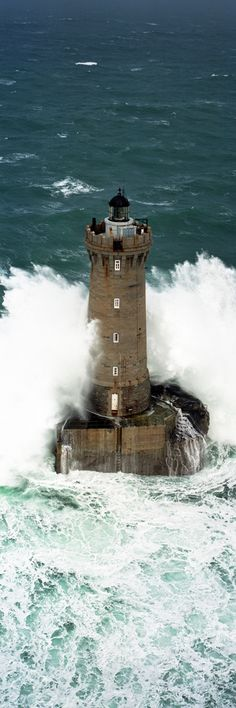 Imagine standing there- Phare du Four - Finistère - Bretagne - France / Lighthouse. Beautiful Places, Beautiful Pictures, Lighthouse Pictures, Beacon Of Light, Ocean Waves, Belle Photo, Wonders Of The World, Coastal, Scenery