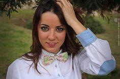 Chica con Pajarita Flores Alexia Veder