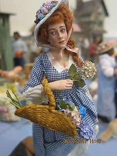 IGMA-FELLOW-MARCIA-BACKSTROM-OOAK-COUNTY-LADY-WITH-FLOWERS-RARE-TRUE-SCULPT Dollhouse Dolls, Miniature Dolls, Dollhouse Miniatures, Big And Beautiful, Beautiful Dolls, Grow Up People, Plus Size Art, Cartoon Images, Vintage Dolls
