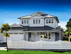 Period Style Homes - Highview Homes - Melbourne Die Hamptons, Hamptons Style Homes, Weatherboard Exterior, Exterior Cladding, Style At Home, Exterior House Colors Combinations, House Front Design, Melbourne, Home Landscaping