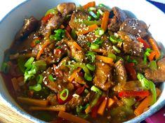 Kurczak po seczuańsku - Blog z apetytem Thai Basil Beef, Spicy Thai Noodles, Good Food, Yummy Food, Asian, Wok, Food Inspiration, Chicken Recipes, Food And Drink