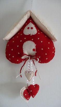 Ciao ragazze, questa settimana sono stata a casa un paio di giorni con raffreddore e febbre, mali di stagione. Erano anni che non portavo u. Christmas Sewing, Handmade Christmas, Christmas Diy, Valentine Crafts, Felt Crafts, Christmas Crafts, Valentines, Hobbies And Crafts, Diy And Crafts