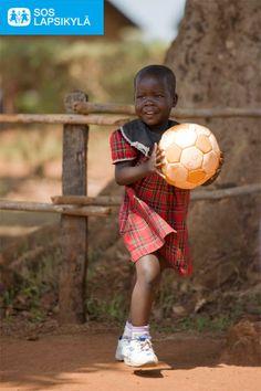 Ugandassa kaikki pelaa! #jalkapallo #SOS-Lapsikylä #Uganda