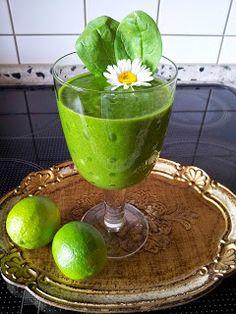Sięgnij po zdrowie: Trzydzieści przepisów na zielone szejki Smoothie Drinks, Smoothies, Margarita, Lemonade, Watermelon, Food And Drink, Fruit, Tableware, Fitness