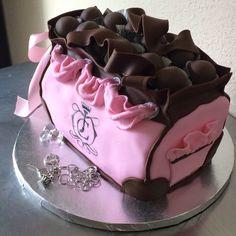 Juicy contour cake