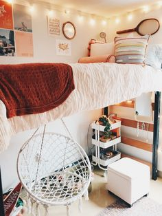 Stylish Splendid Dorm Room Ideas To Tare Room Decor To The Next Level College Bedroom Decor, Cool Dorm Rooms, Teen Room Decor, Dorm Room Decorations, Dope Rooms, Dorm Room Designs, Room Design Bedroom, Room Ideas Bedroom, Bedroom Inspo