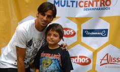 Fotos con Bryan Ruiz  en Multicentro -Desamparados