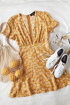 Garden Explorer - Senfgelbes Minikleid mit Blumendruck Garden Explorer Mustard Yellow Mini Dress with Floral Print, print dress # mustard yellow outfits ideas Summer Outfits For Moms, Mom Outfits, Spring Outfits, Casual Outfits, Cute Outfits, Summer Dresses, Outfit Summer, Summer Clothes, Vintage Dresses