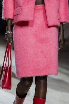 Red Fashion, New York Fashion, Street Fashion, Human Leg, Photoshoot Concept, Margaret Howell, Balmain, Bucket Bag, Marc Jacobs
