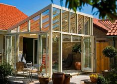 reverse lean to conservatory