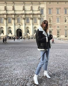 Street Style: Weiße Stiefeletten (Fashion Cognoscente) – Asya Can – Outfit Winter Jackets Women, Fall Jackets, Fall Coats, Biker Jackets, Women's Coats, Look Fashion, Autumn Fashion, Luxury Fashion, Street Fashion