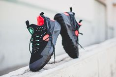 "Nike Air Huarache Utility ""Black, Green & Bright Crimson"" - EU Kicks: Sneaker Magazine"