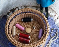 Купить Корзина для рукоделия - бежевый, синий, цветы, хранение, плетеная корзина, плетеная шкатулка, для рукоделия