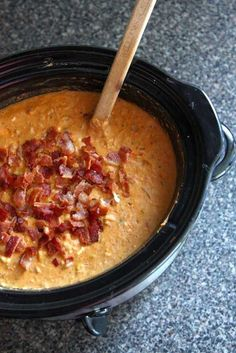 **YUM - I combined this recipe with the other. Crockpot Jalapeño Popper Chili -- perfect for chilly fall and winter days; just throw everything in the slow cooker in the morning and you'll have a family-favorite ready at dinner time. Crock Pot Slow Cooker, Crock Pot Cooking, Crock Pot Soup, Slow Cooker Recipes, Cooking Recipes, Crock Pot Chilli Recipe, Crockpot Meals, Chili Recipes, Soup Recipes