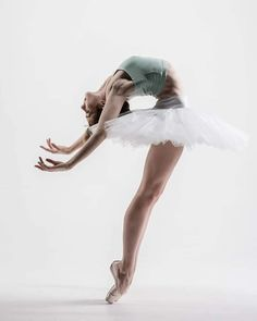 Gorgeous Lily Janneck captured by Vihao Pham 💙 . Dance Photography Poses, Dance Poses, Ballet Dance Photography, Ballet Pictures, Dance Pictures, Ballet Art, Ballet Dancers, Ballerinas, Bolshoi Ballet