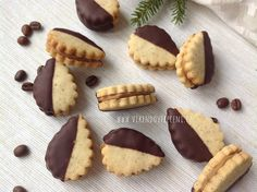 Kávové cukroví Christmas Sweets, Christmas Cooking, Baking Recipes, Cookie Recipes, Yummy Treats, Yummy Food, Czech Recipes, Small Desserts, Sweet And Salty
