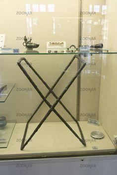 Sedia pieghevole, sella plicatilis, dal sepolcreto longobardo di Nocera Umbra, Museo Nazionale dell'Alto Medioevo, EUR, Roma.