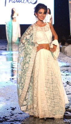 Geeta Basra at Manish Malhotra's fashion show #Bollywood #Fashion