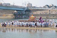 さて、住吉の大神さまを載せた神輿は、徒歩で大和川を渡ります 今回は、その前半